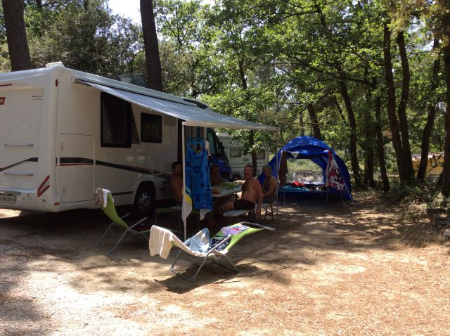 camping car simioune ombre